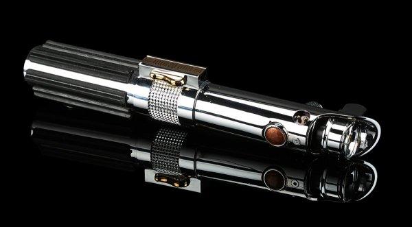 Меч Энакина Скайуокера из «Звёздных воин» продали на аукционе за 180 тысяч долларов