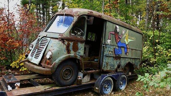 В лесу нашли покрытый ржавчиной гастрольный фургон Aerosmith