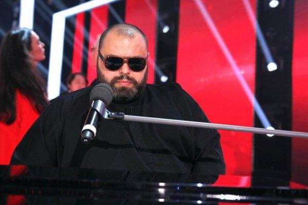 Блогер уличил Максима Фадеева в том, что он поет женским голосом вместо подопечных