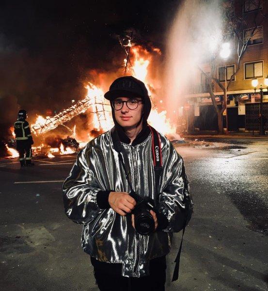 18-летний сын Шнурова Аполлон откроет выставку со своими картинами в «Свином рыле»