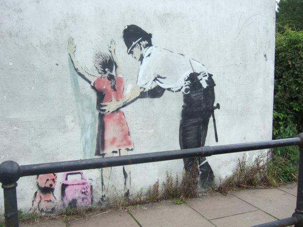 Картину уличного художника Бэнкси украли с выставки